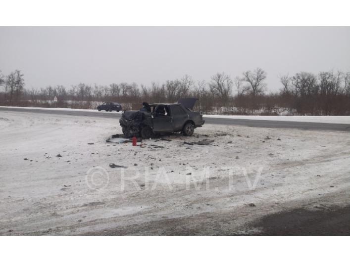 Назапорожской трассе легковушка столкнулась с грузовым автомобилем - есть жертвы