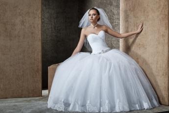 Продавать свадебное платье - плохая примета, можно остаться без денег