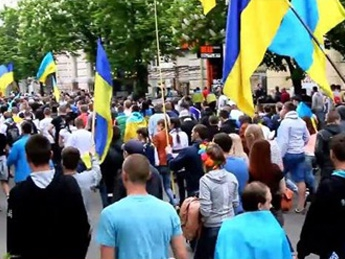 В Днепропетровске прошло шествие за единство Украины (видео)