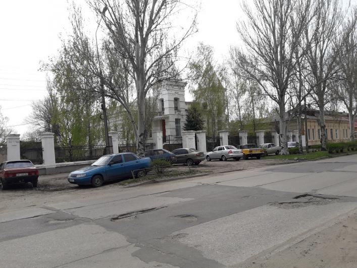 <strong>В Запорожской области обсуждают гения парковки (ФОТО)</strong>