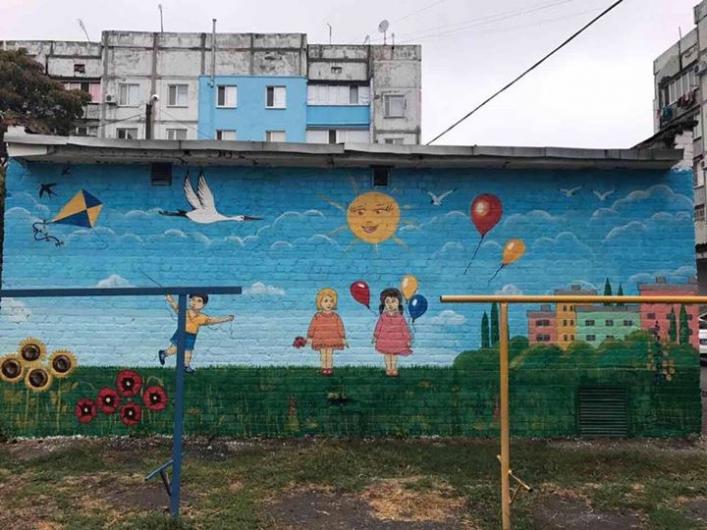 В Мелитополе облагораживают трансформаторные будки (фото)