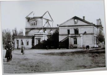 В сети появились фото ДК Железнодорожников сразу после войны
