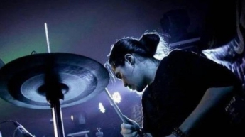 Drummer of a famous group committed suicide live