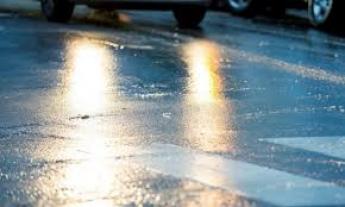 Штормове попередження: на дорогах регіону сильна ожеледиця