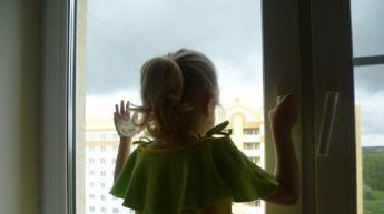 В Одессе мать вытолкнула ребенка из окна 5 этажа и выпрыгнула сама