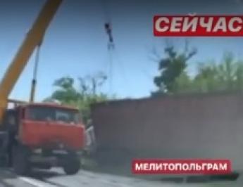 Под Мелитополем перевернулась фура (видео)