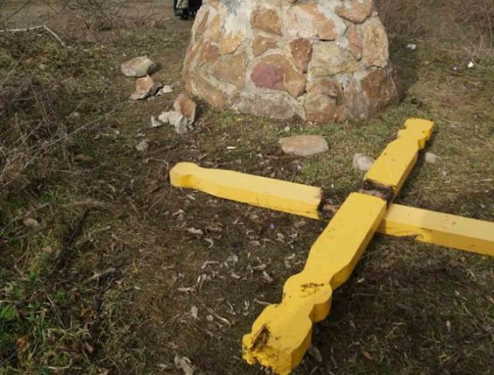 Под Мелитополем вандалы отметились на целебных источниках (фото)