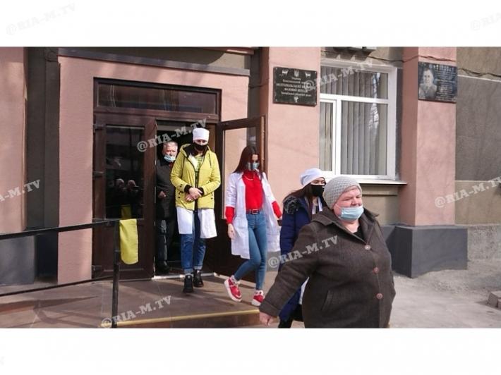 В Мелитополе эвакуируют студентов и преподавателей медколледжа (фото, видео)