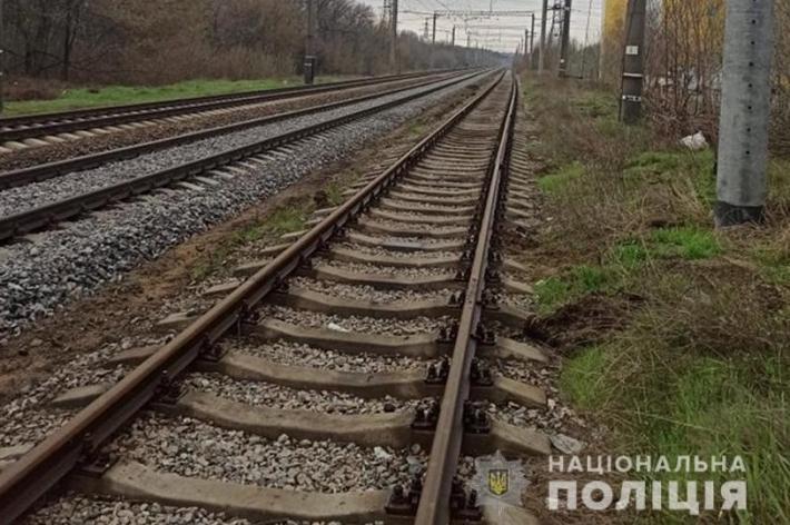В Запорожье на рельсах обнаружили труп мужчины (фото)