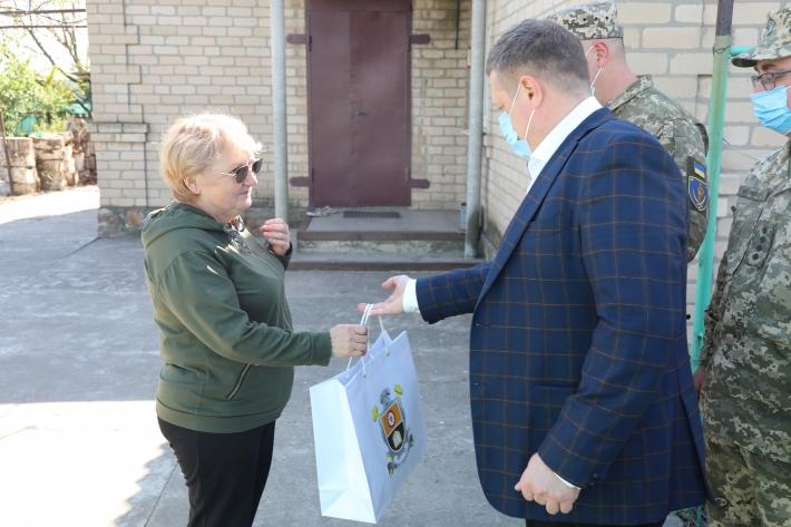 В Мелитополе навестили матерей погибших на востоке Украины солдат (фото)