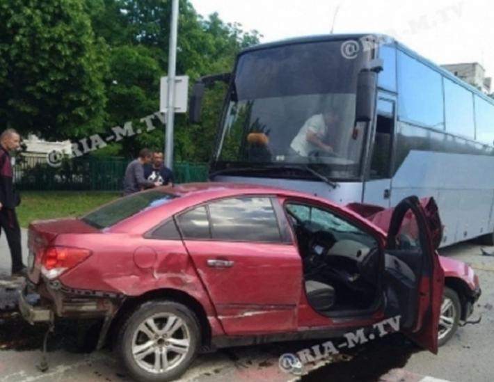 Спортсмены из Мелитополя рассказали, как Chevrolet въехал в автобус с детьми (фото, видео)