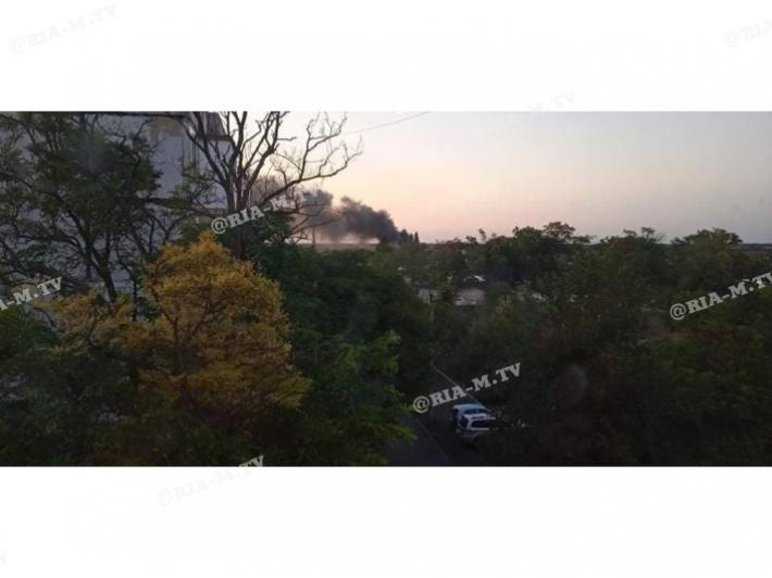 В Мелитополе в черном дыму авиагородок (видео)