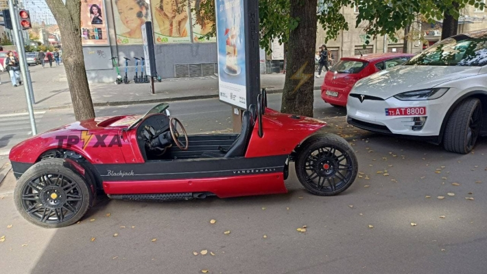 На улицах Харькова заметили неопознанное транспортное средство без номеров: фото