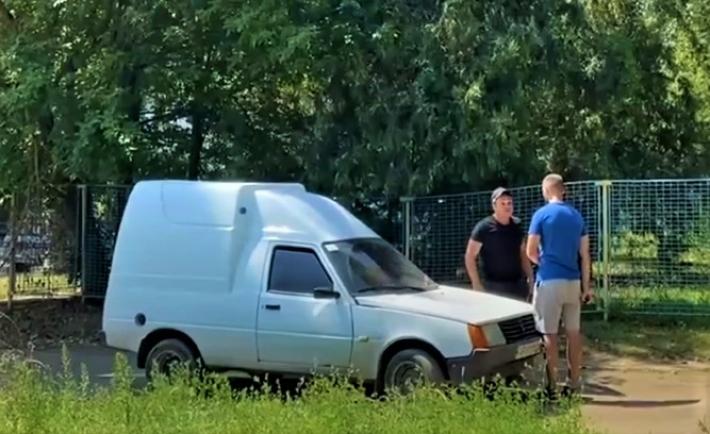 В Мелитополе нарушитель на авто наехал на представителя Дорожного контроля (видео)
