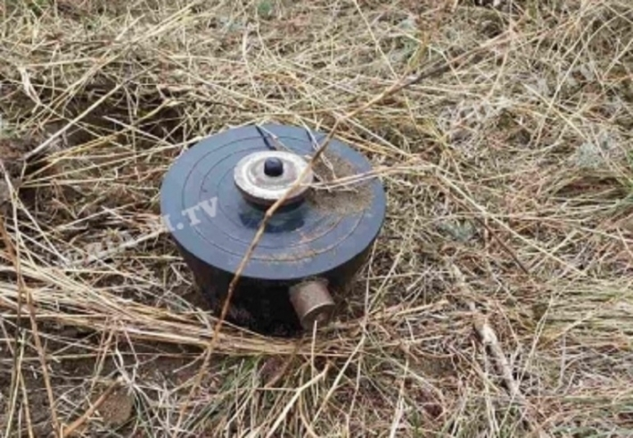 Под Мелитополем внедорожник едва не наехал на противотанковую мину - заметили чудом (фото)